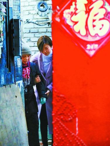 """""""90""""后志愿者宋红妮和九道湾社区很多老街坊都亲如一家。"""