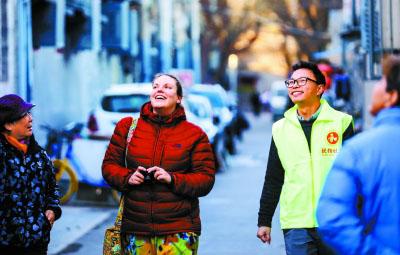 板桥胡同、九道湾胡同和石雀胡同外国游客众多。周末,刘涛就在胡同里当义务翻译,介绍北新桥地区的历史变迁。